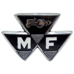 15 Embleem met het opschrift M F